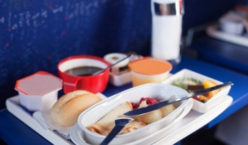 QUE LINEAS AEREAS DAN LA MEJOR COMIDA A BORDO? – Quines linies aèries donen el millor menjar a bord?