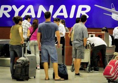Ryanair cobrará 8 euros por volar con ensaimadas o Tartas de Santiago en sus aviones / Billetes avión baratos pero . . . . Bitlles avió barats pero . . . / Ryanair cobrara 8 euros per viatjar amb ensaimades o Pastissos de Santiago