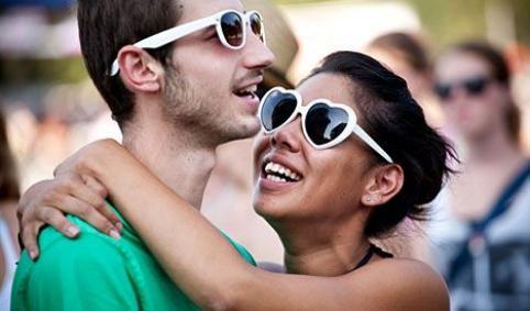 Consejos para ligar en vacaciones  ligarA quien no le apetezca un romance de verano, que tire la primera piedra / Consells per lligar durant les vacances