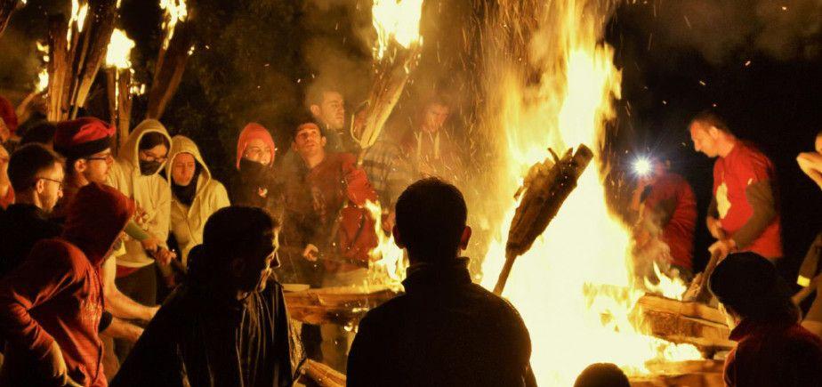 Disfruta de la magia del fuego en una fiesta que es Patrimonio Inmaterial de la Humanidad por la UNESCO! – Gaudeix de la màgia del foc en una festa que és Patrimoni Immaterial de la Humanitat per la UNESCO!
